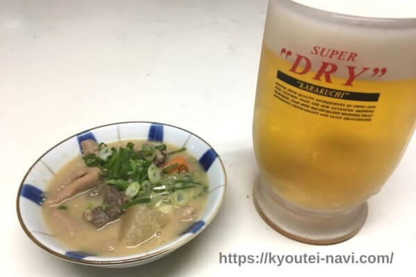 ビールと特製ホルモン煮込み