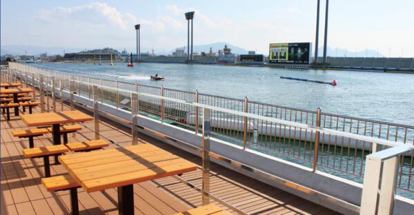 丸亀競艇場のアクアデッキ